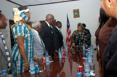 President Sirleaf and members of the bar association at the Ministry of Foreign Affairs.