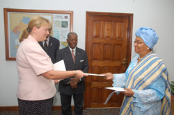 British Ambassador Sara Macintosh presents her letters of credence to President Sirleaf at the Ministry of Foreign Affairs in Monrovia.