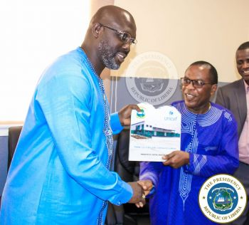 Chief Medical Officer Dr Francis Kateh presents Plaque of Appreciation to President Weah at the CMS
