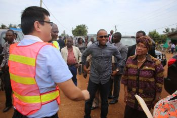 Chinese contractor briefing President Sirleaf along the Barnersville Kerbah  - Diggsville Road.