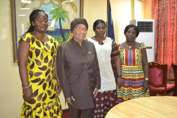 Cross-session of Liberian women in group photo with President Sirleaf.