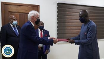 Amb. Roux presents his letter of credence to Dr. Weah