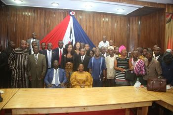 President Sirleaf poised in a group photo with members of LIBA.