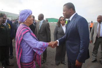 President Sirleaf chats with AU and ECOWAS Chairpersons upon arrival at RIA.