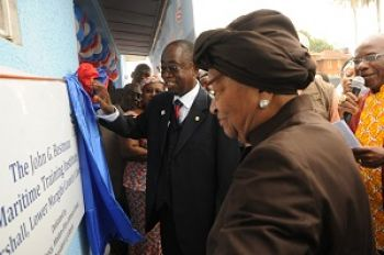 President Sirleaf unveils the plaque in honor of the John G. Bestman Maritime Traning Institute