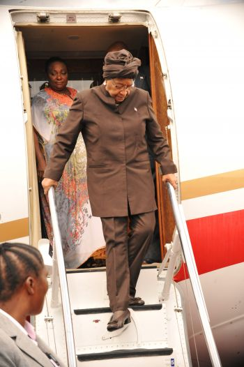 President Srleaf disembark the  special aircraft at RIA