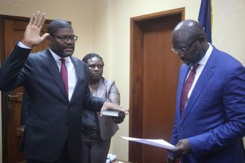 President Weah administers Oath to Foreign Minister Findley