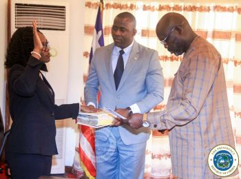 President Weah administers oath of office to Liberia Ambassador to the Court of St James Amb Gurly Teta Gibson