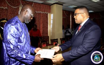 President Weah receives Letters of Credence from the Ambassador of Namibia.