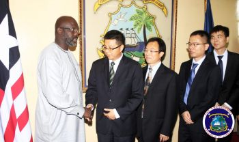 President Weah shake hands with head of Chinese Delegation
