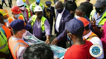 President Weah and engineers viewing the ELWA - RIA Road diagram