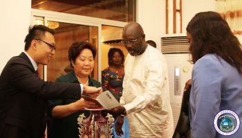 The Chinese Hair company leaders show President Weah some of their products