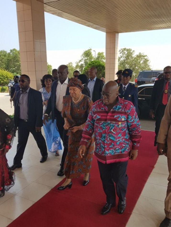 President Sirleaf and Ghanaian counterparts hold Tete-a-Tete on arrival in arrival