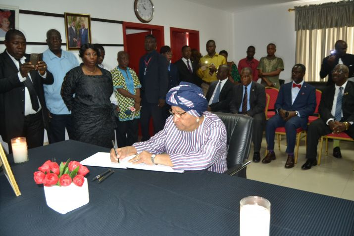 President Sirleaf Signs Book of Condolence for Sierra Leone Mudslide, Flood Victims
