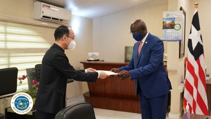 President Weah Receives Letter of Credence from New Chinese Ambassador