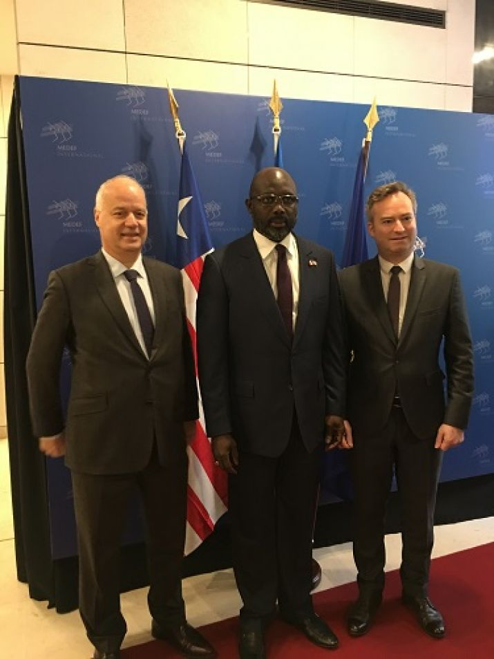 President Weah in a group photo with Executives of the Movement des enterprise de France during official visit to France