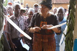 President Ellen Johnson Sirleaf cuts the ribbon to formally dedicate a newly constructed palava hut in Kpaytuo, Nimba County.